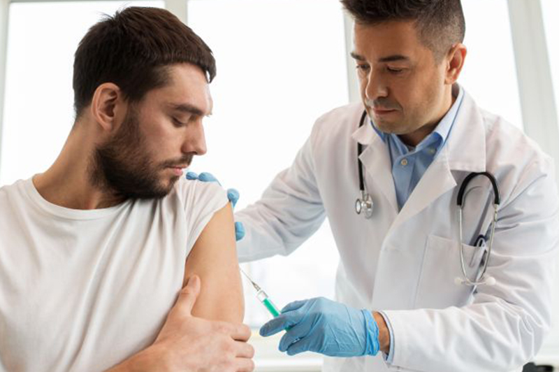 Doctor giving a patient a flu shot